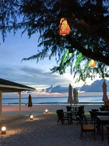 beach sunset | Le Meridien Beach Resort in Phuket, Thailand | Life's Tidbits