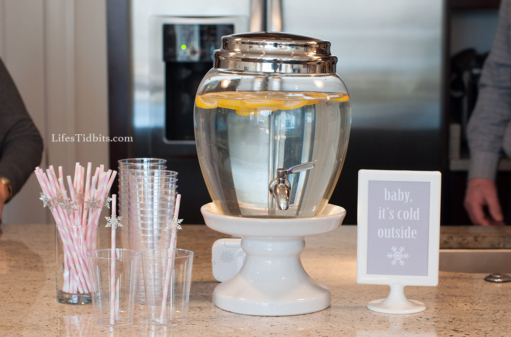 Pink stripped snowflake straws / Baby it's cold outside | Life's Tidbits